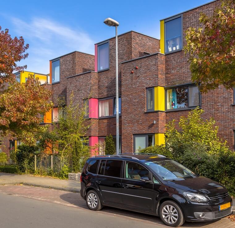 Voorbeeld woning met gekleurde kunststof kozijnen