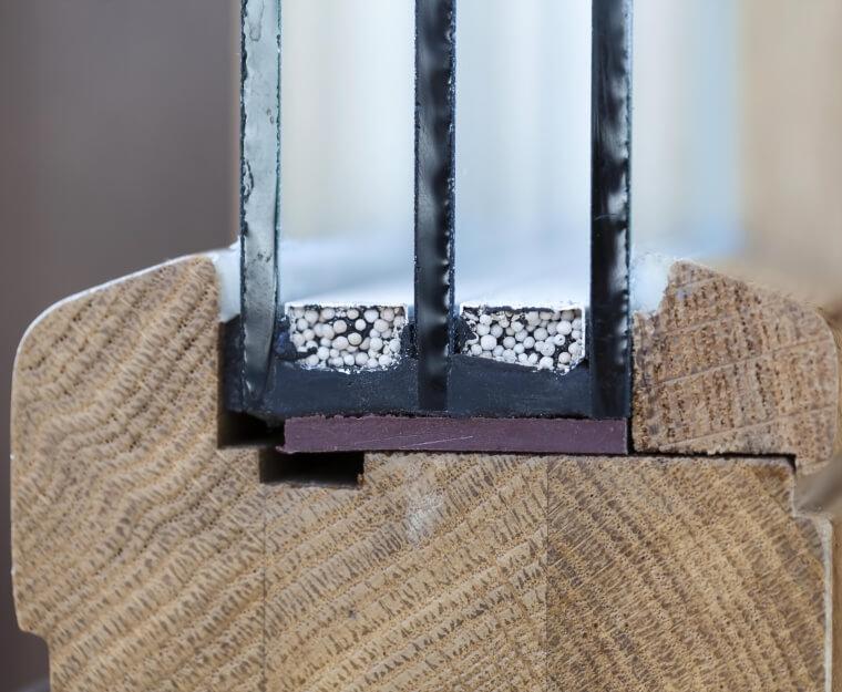 Voorbeeld doorsnee houten kozijn triple glas
