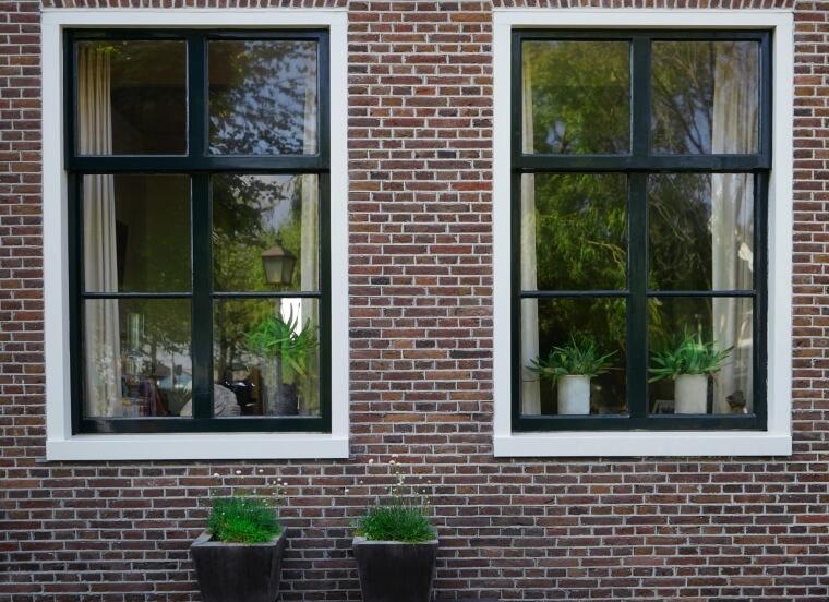 Voorbeeld woning met kunststof kozijn houtnerf